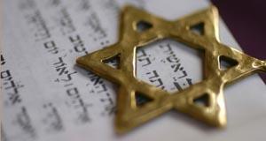تأثير الأحبار على صناعات بعض المذاهب الإسلامية